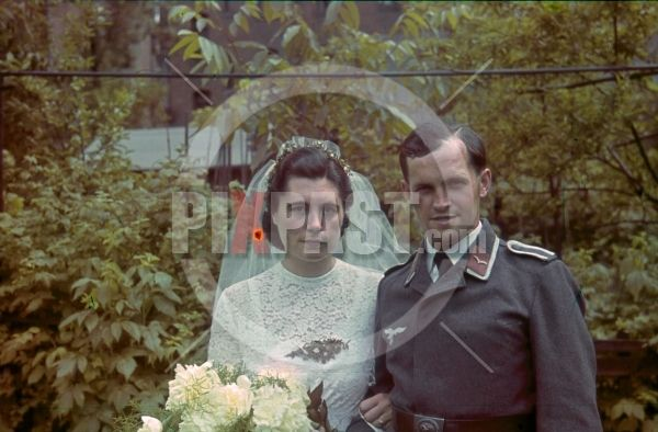WW2 color photo slide farbdia agfacolor - Luftwaffe Signals Radio Operator War Time Wedding Berlin 1943, Bride in Wedding Dress, belt buckle, cap, hat,