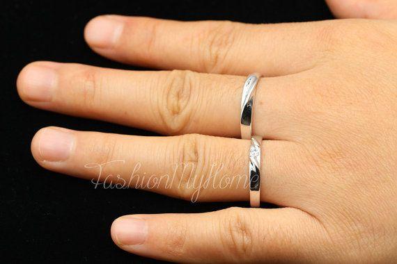 Ciao, benvenuto ~ FashionMyHome è un negozio di gioielli su Etsy.We hanno molto ben prodotto artigianale, possiamo progettare su misura per voi. ♥ riceverà coppia di anelli (un anello di uomini e un anello di donne). ♥ Speciali esigenze: due uomini anello o due donna. (Dopo lordine, si prega di lasciare un messaggio a me), quando avete bisogno di un uomo o un anello di donna, vi prego di contattarmi. ♥ Materiale: argento 925 ♥Man anello * 1 larghezza di circa 39mm. ♥Woman anello * 1…