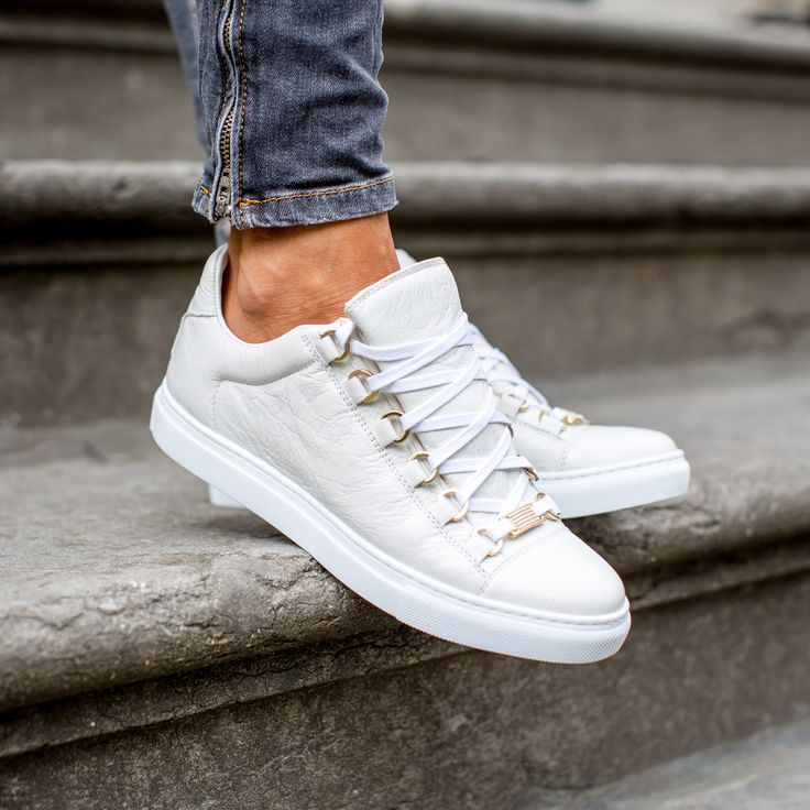 BALENCIAGA | NEW ARRIVALS | DERODELOPER.COM  The Balenciaga arena low top sneakers from the fall / winter 2016 collection.  Exclusively available in store!  FOR MORE SHOP ONLINE: WWW.DERODELOPER.COM