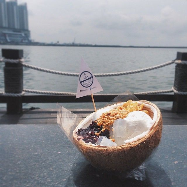 3 Es Krim Batok Kelapa Paling Lucu Dan Enak Di Jakarta!