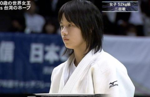【衝撃画像】柔道で女の子の道着が脱げて『局部がクッキリ』写ってしまう事故発生www何回でも抜けるわwwwwww