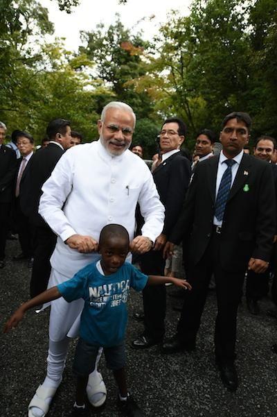 Modi with his young friend at the Kinkaku-ji Temple. : D