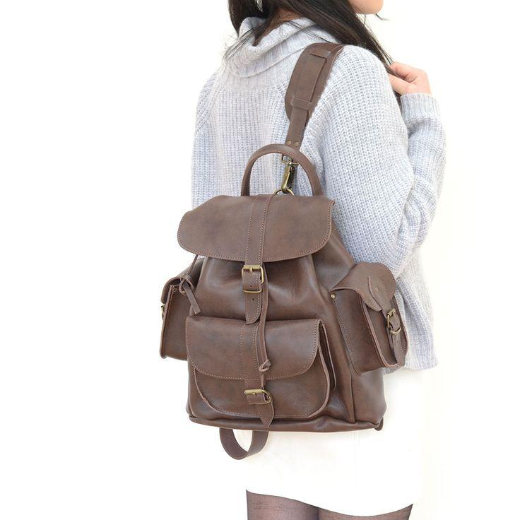 Farbe: DunkelbraunPremium 100% genarbtes Raulederzwei verstellbare Schulterriemeneine Vordertaschezwei SeitentaschenMade in England - Hergestellt in England
