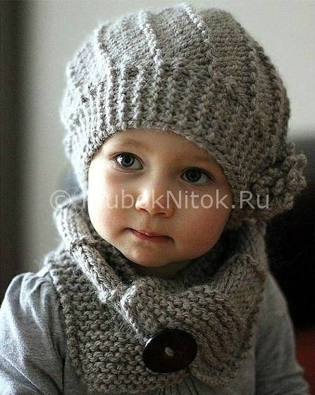 Вяжем для малышки спицами серую шапочку и шарф. Описание прилагается.