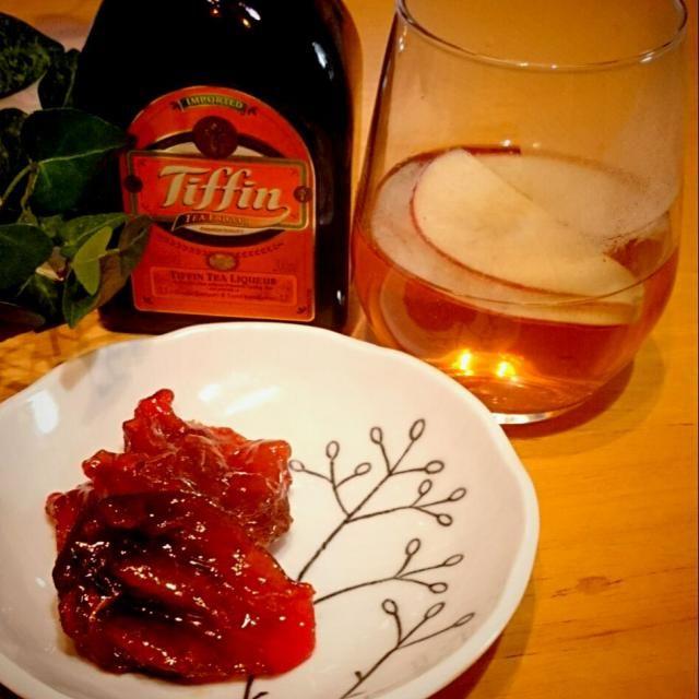 ミキさんのドライアップルを干し柿で✨  モニターで頂いたTiffin。 これってティータイムなのかしらん?と ちびちびやっておりました昨夜 (*^。^*)  ドライアップルのほうも、今ザルの上。 …ちょっと薄切りすぎたかな~⁉  ミキさ~ん✋ 私もやっとTiffinデビューです! ありがとうございます - 128件のもぐもぐ - Miki Sanoさんの Tiffinで紅茶の林檎飴 ドライアップルにTiffinの飴をコートしました。を干し柿で by usakame