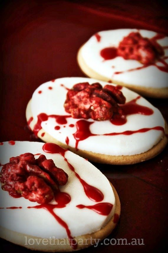 halloween, brain, biscuit, cookie, how to, fondant, tutorial, blood, grusome, scary, party food, halloween food, treat, walnut