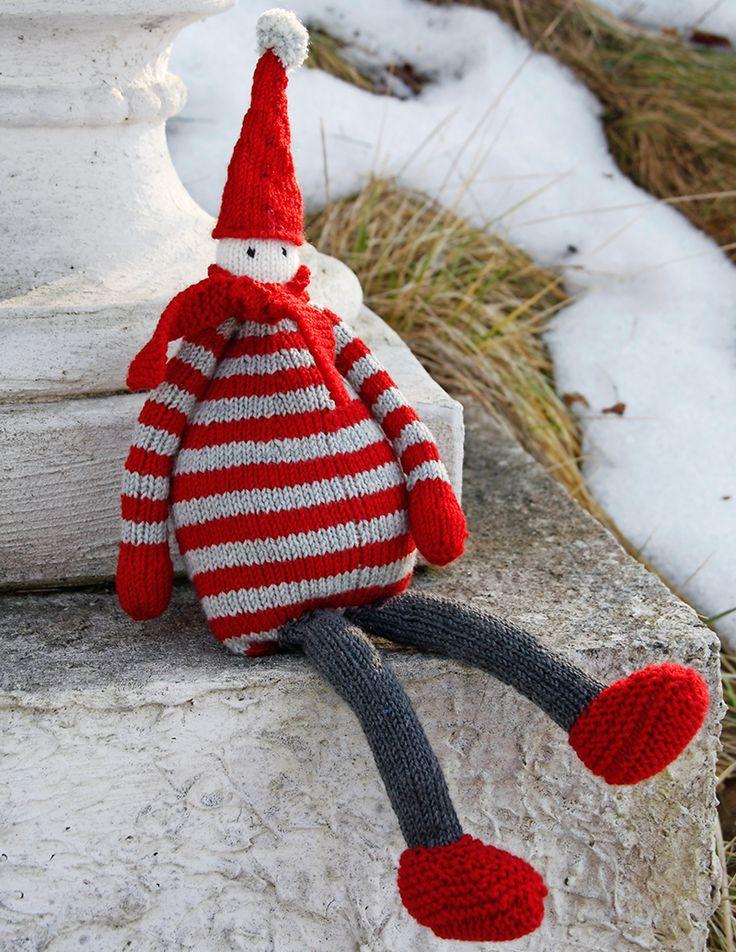 Julens finaste tomte har spralligt smala ben, ränder på den runda magen och toppig luva med tofs. Sticka honom och du kommer att ha en lika mysig som dekorativ stämningshöjare att...