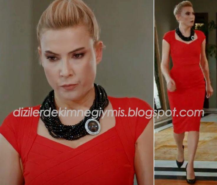Medcezir - Sude (Şebnem Dönmez), Red Top and Skirt