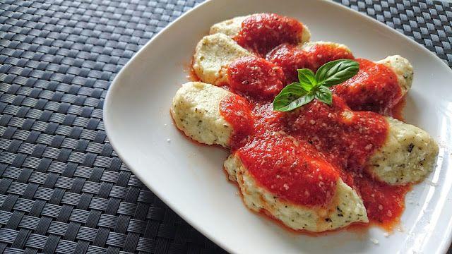 Kuchenne potyczki Alergiczki: Bezglutenowe leniwe z parmezanem i sosem pomidorow...