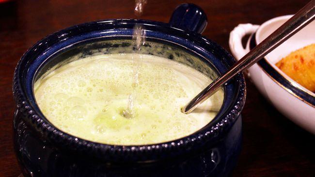 Crème Ninon – grön ärtsoppa med bubbel