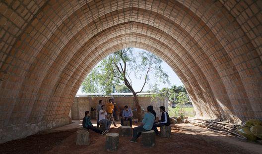Catenarius: una bóveda experimental de ladrillos de suelo cemento armado  © Federico Cairoli