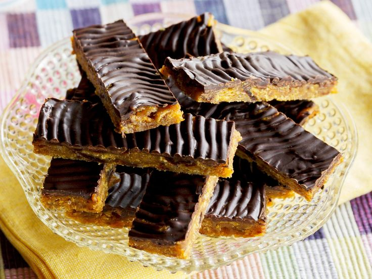An old favourite recipe with chewy, flavoursome dates and ginger, and crunchy cornflakes.