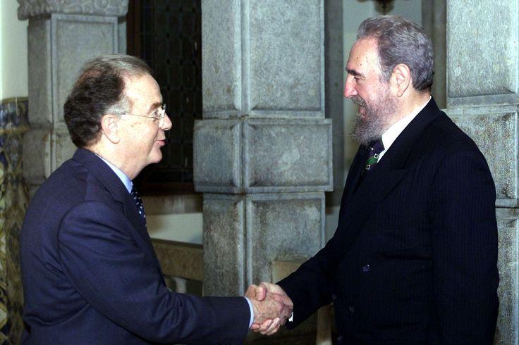 Fidel Castro retribuiu a visita a Jorge Sampaio, no Palácio de Belém, a 17 de maio de 2001