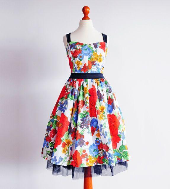 Przepiękne sukienki w stylu lat 50
