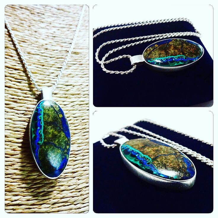 Colgante de Plata con Piedra Azurita / Silver Necklace with Azurita Stone / #hechura #joyeria #hechoamano #plata #azurita #handmade #jewelry #silver #necklace / rodolfo@hechura.cl www.hechura.cl