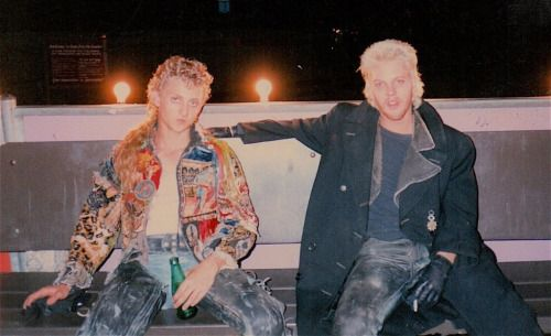 Behind the scenes: Alex Winter as Marko & Kiefer Sutherland as David in The Lost Boys (1987)