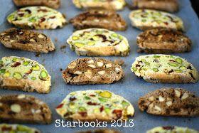 A TRIO OF BISCOTTI Sul libro di Paul Hollywood: biscotti mirtilli rossi e pistacchi, biscotti datteri e nocciole, biscotti cioccolato mandorle e arancio