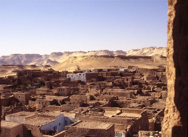 Kharga, Egypt - By Charlie Phillips [CC-BY-2.0 (http://creativecommons.org/licenses/by/2.0)], via Wikimedia Commons