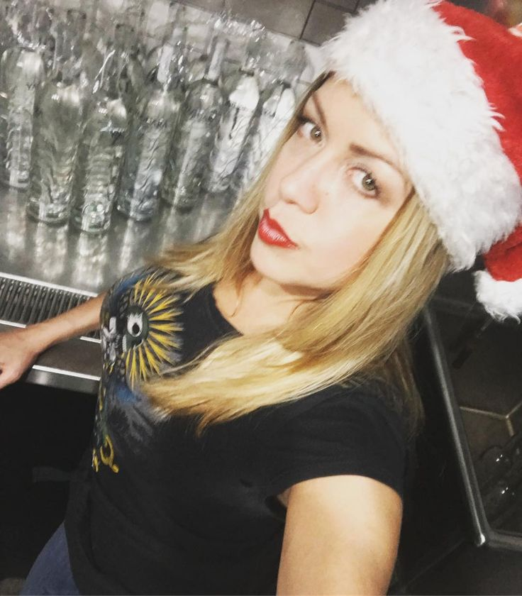 Quick selfie at work... lol drunk Santa day  #santa #santacon #nyc #waitress #restaurant #restaurantlife #selfie #redlips #nycrestaurants
