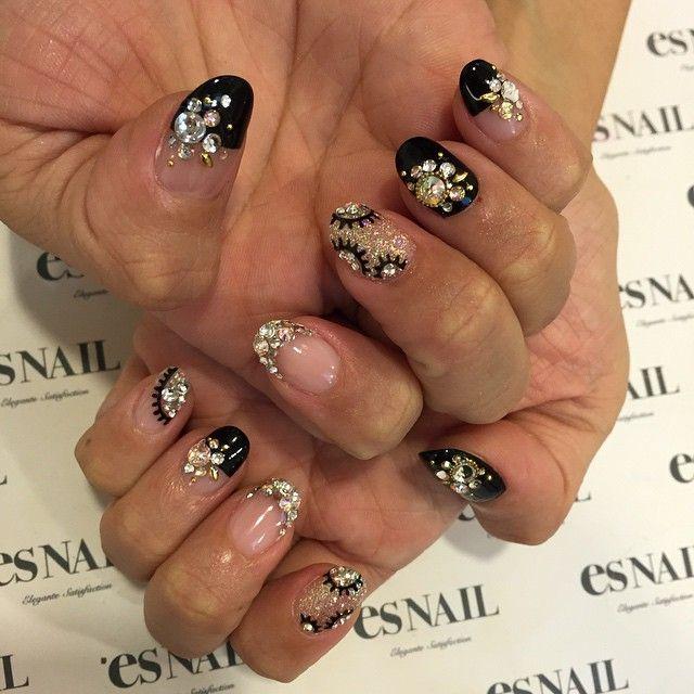 #nails #nailart #gelnail #japanesenail #design #la #beverlyhills #esnail #joseeber #blacknails #sparklynails #crystals #fancynails #ネイルアート #ブラックネイル #黒ネイル #クリスタル #キラキラネイル #ゴージャスネイル