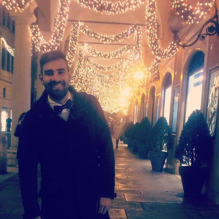 Tnx to @instadriu ! #bowtie #papillon #bowties #suspenders #elegance #smart #stylish #wiwt #ootd #regalaunastoria #shapeastory #fashionable #fashion #christmas #natale #toosuits #freestyle #laugh #polkadots #beard #modena #refined #lights #braces #whatch