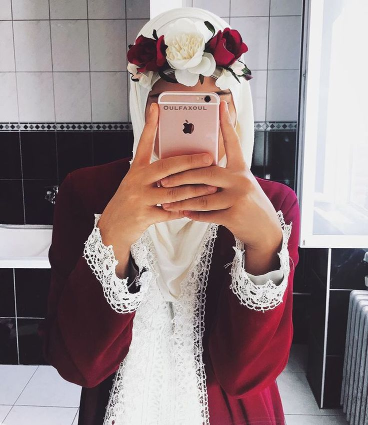 fell in love with burgundy and lace - check out: Esma <3