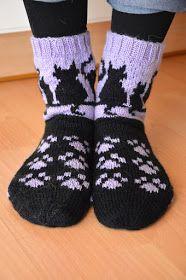 Sisareni tarvitsi lahjan eräälle eläimistä tykkäävälle nuorelle. Ideoitiin hieman viestein, millaiset sukat voisivat olla. Mielessäni oli ...
