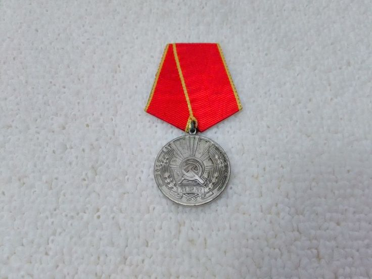 Vintage Romanian/Romania Distinguished Service in Work Medal Pin Badge