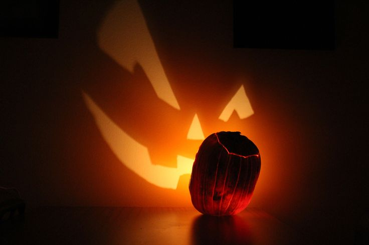 Pumpkin Projection by Matthew Gordon, wikipedia #Pumpkin_Projection #Jack_o_Lantern #Matthew_Gordon #wikipedia: Haunted Halloween, Halloween Parties, Matthew Gordon, Halloween Costumes, Pumpkin, Fun Facts, Jack O' Lanterns, Jack O'Connel, Happy Halloween