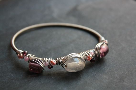 Bracelet en corde de guitare et perles nacrées