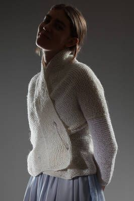 Daniela Gregis   cardigan in garter stitched linen   cardigan in garter stitched linen, shawled neck, two pocket at the hem, big pin safe closure, one sleeve in a lighter white colour   article code: 23712   season: Spring/Summer   composition: 100% linen