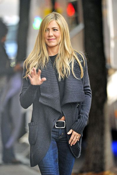 Jennifer Aniston Photos: Jennifer Aniston Films 'Wanderlust' in Greenwich Village 2