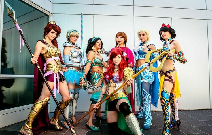 These Disney princesses in armor are 100% kick-ass.  Elsa is the best, Jessica Nigri is so amazing at her craft!