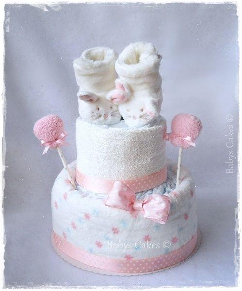 Gâteau de couches chaussons peluche lapin blanc