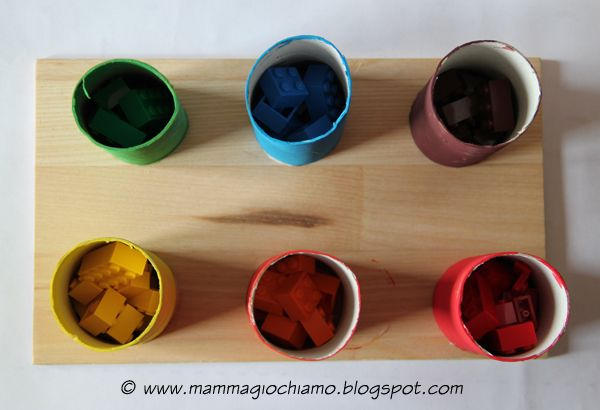 Giochi fai-da-te: imparare i colori con i tubi della carta igienica e le costruzioni Lego