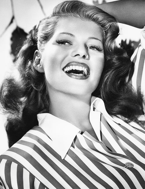 Rita Hayworth hair. Love the waves! |40s hairstyles||Old Hollywood hairstyles||Retro hairdos||Hairstyles for long hair|