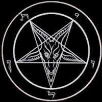Voici un puissant pentacle satanique de magie noire. On peut voir dans ce pentacle un pentagram pointe en bas qui représente Satan (le bouc). Il est utilisé lors de rituels sataniques. Il vibre en capital chance négatif à (moins) -0,7/3 de malchance....