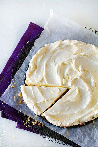 Jauhojen karttelijan ei tarvitse luopua leipomisen iloista. Manteleiden ja juuston mehevöittämät piirakat ja kakut maistuvat karppaajillekin.