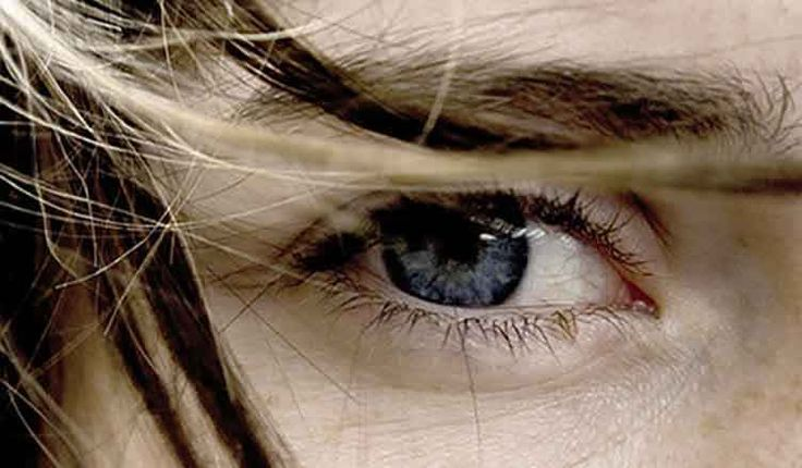Come togliere gli occhi rossi dalle foto con Gimp Che rabbia che fanno gli occhi rossi di una persona sulla foto. Purtroppo quando scatti una foto da una fotocamera o da uno smartphone in una situazione di scarsa visibilità attraverso il flash i per #fotografia #software #photoshop