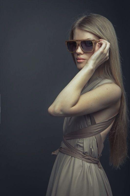 Солнцезащитные очки, пожалуй, единственный аксессуар, который безоговорочно ассоциируется с теплым временем года. Каждый летний сезон мода на форму и цвет оправ меняется в зависимости от общих fashion-тенденций. Среди молельного ряда Woodeez вы найдете и  актуальные кошачий глаз, и круглые, и прямоугольные! За снимок спасибо нашим партерам @woodeez_kazakhstan и @J P