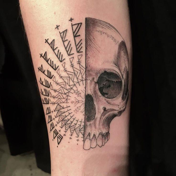 Scott Campbell é um famoso tatuador de Nova York que criou um projeto que envolve a confiança das pessoas. Ele oferece tatuagens gratuitas para pessoas que ti