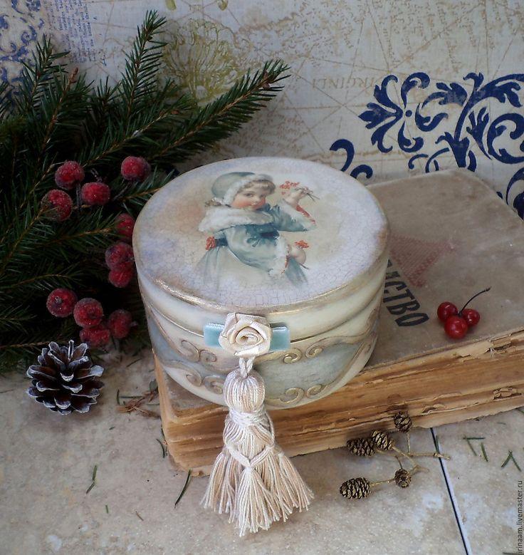 """Купить """"Морозная ягода""""новогодняя шкатулочка-бонбоньерка - светло-голубой, пастельный, шкатулка декупаж, шкатулка для украшений"""