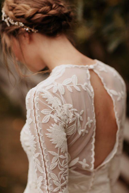 robe dentelle et dos nus