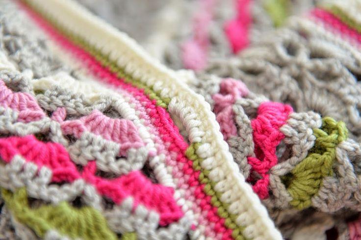 Southbay shawlette met knoopsgaten- JipbyJan