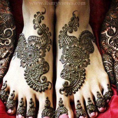 Attractive Mahendi Designes For Bride & other Relative.