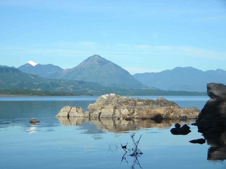 Lago Calafquén en Licán Ray. // Lake Calafquén in Licán Ray. (IX Región)