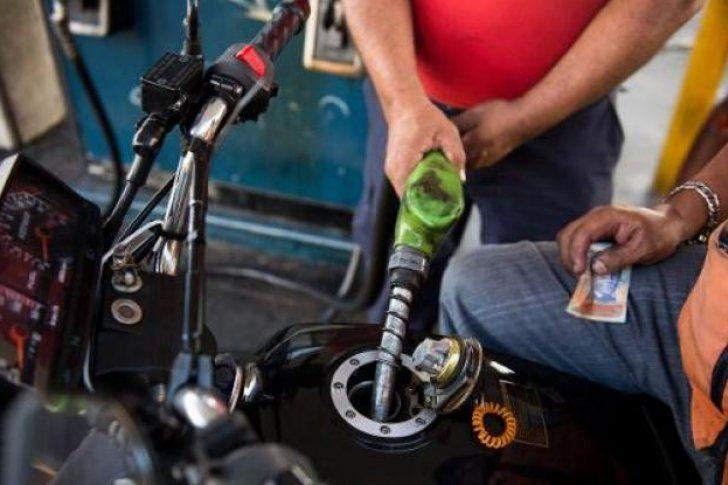 """<p>17/02/2016/PS El presidente de Venezuela, Nicolás Maduro, anunció este miércoles un aumento del precio de loscombustibles, por primera vez en dos décadas, de 0,01 dólar el litro a 0,95 dólares la gasolina súper. """"Esto es una medida necesaria, una acción…</p>"""