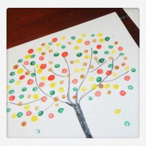 Herbstbäume stempeln mit Korken, Q-Tipps oder Kartoffeln. Bastelideen für Kinder auf #spielzeugde