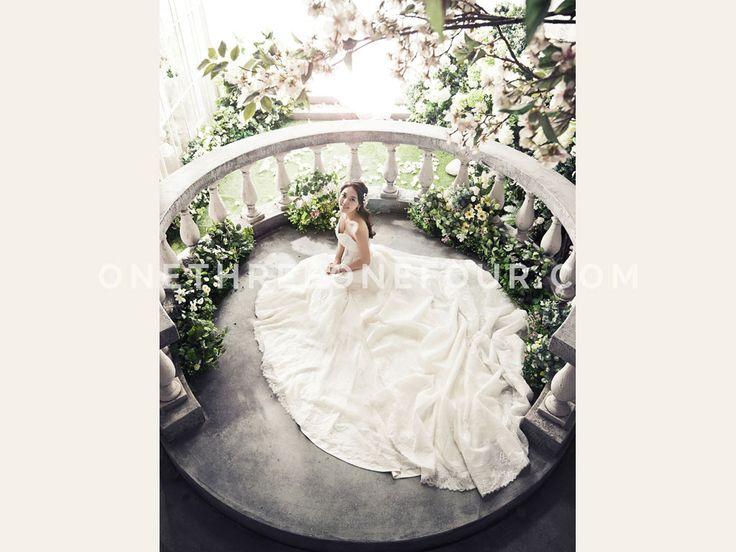 White | Korean Pre-wedding Photography by Pium Studio on OneThreeOneFour 15