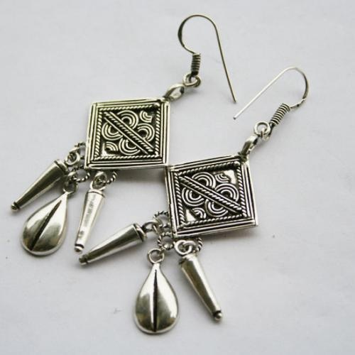 Oxidize Silver Earrings  http://www.legendartbeads.com/product/collection-2012/animals-silver-earrings